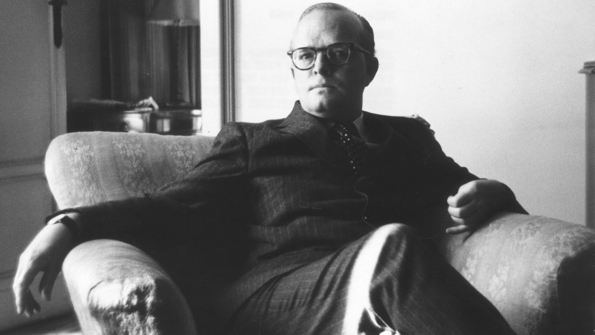 American writer Truman Capote (1924 - 1984), the author of 'Breakfast At Tiffany's' in Milan negotiating a contract for his new nonfiction novel 'In Cold Blood'.   (Photo by Keystone/Getty Images)