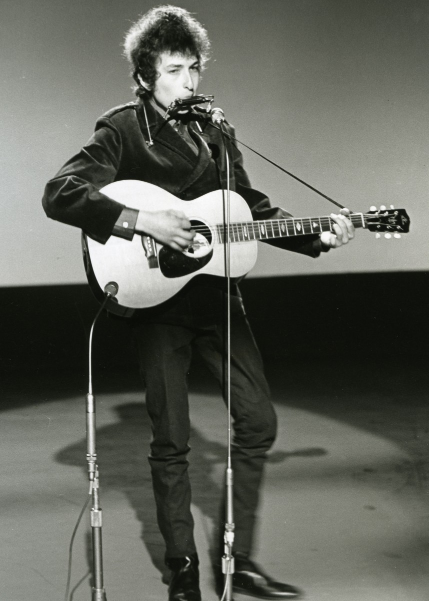 A6FXNX BOB DYLAN performing Times They Are A Changin' at BBC Studios, Shepherds Bush, London, 4 June 1965. Photo Tony Gale. Image shot 1965. Exact date unknown.