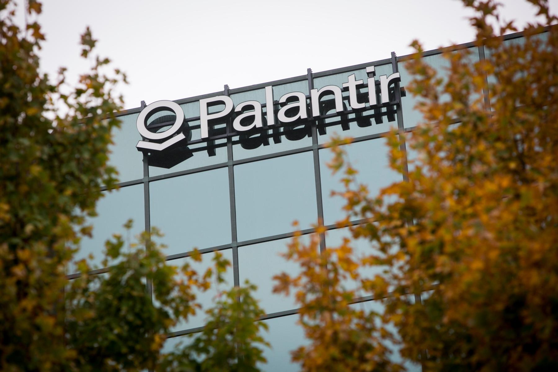 E8NEG7 An office building occupied by the technology firm Palantir in McLean, Virginia on October 11, 2014.