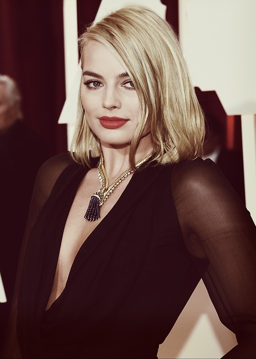 HOLLYWOOD, CA - FEBRUARY 22:  Editors Note: (This image has been editted using digital filters) Actress Margot Robbie arrives at the 87th Annual Academy Awards at Hollywood & Highland Center on February 22, 2015 in Hollywood, California.  (Photo by Michael Buckner/Getty Images)
