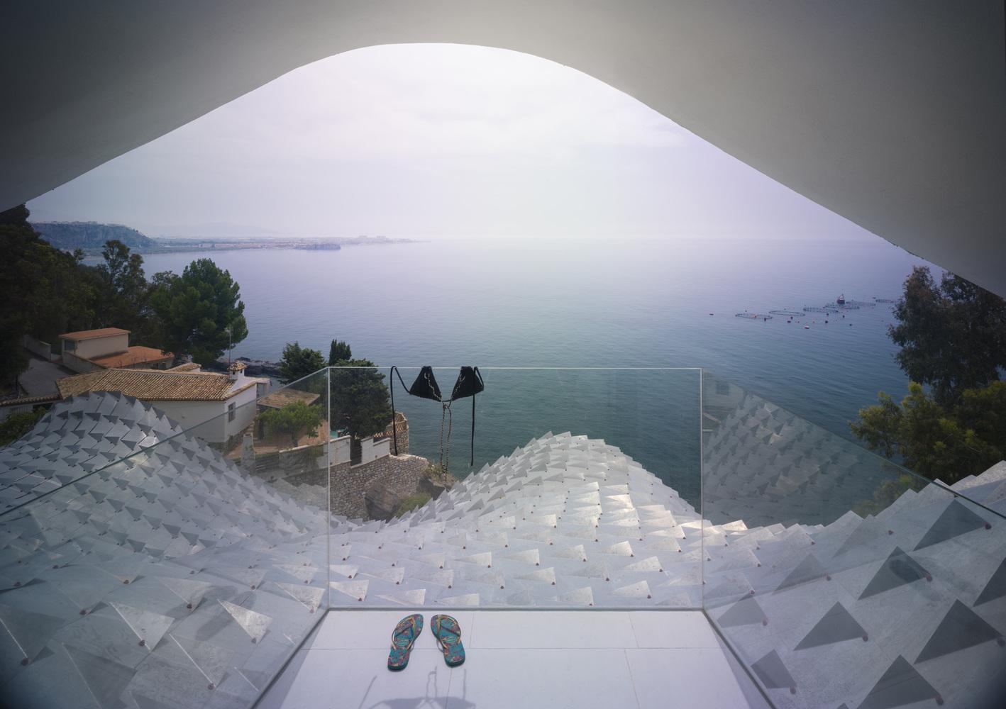 GilBartolome_-_house_on_the_Cliff_10