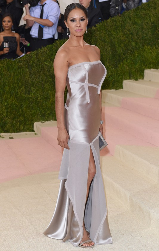 """NEW YORK, NY - MAY 02: Misty Copeland arrives for the """"Manus x Machina: Fashion In An Age Of Technology"""" Costume Institute Gala at Metropolitan Museum of Art on May 2, 2016 in New York City. (Photo by Karwai Tang/WireImage)"""