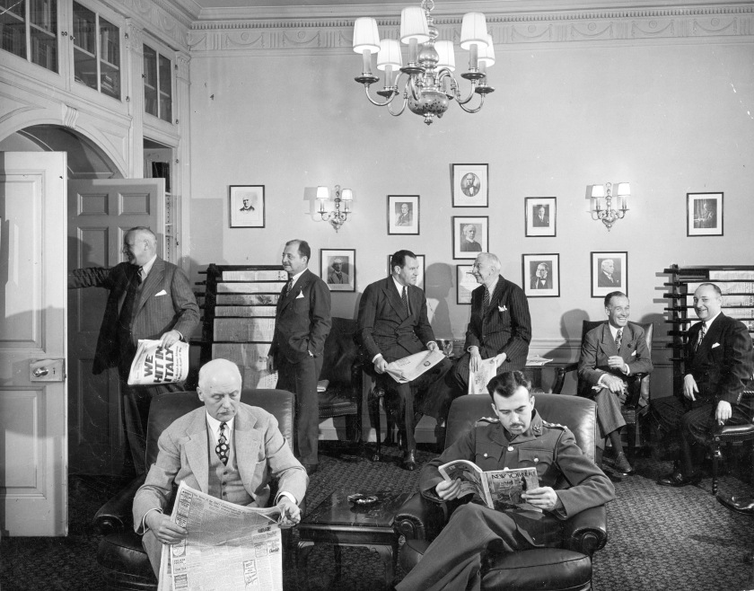 NEW YORK, UNITED STATES - JANUARY 01: Men relaxing in the Canadian Club Lounge at the Waldorf Astoria Hotel. (Photo by Alfred Eisenstaedt/The LIFE Picture Collection/Getty Images)