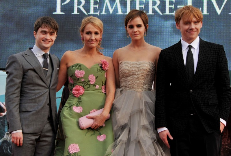 """LONDON, ENGLAND - JULY 07: Actor Daniel Radcliffe, writer J.K. Rowling, actress Emma Watson and actor Rupert Grint attend the """"Harry Potter And The Deathly Hallows Part 2"""" world premiere at Trafalgar Square on July 7, 2011 in London, England. (Photo by Jon Furniss/WireImage)"""