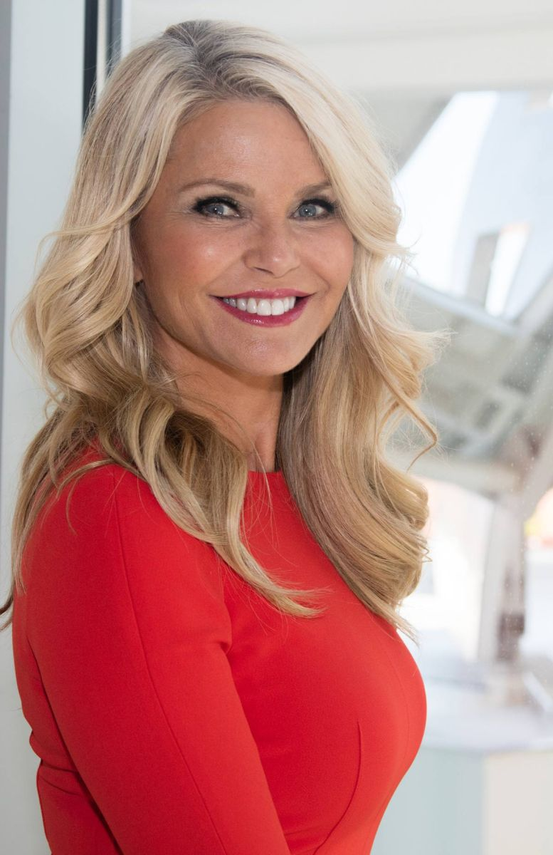 LAS VEGAS, NV - APRIL 20:  (EXCLUSIVE COVERAGE)  Christie Brinkley tours the Cleveland Clinic Lou Ruvo Center for Brain Health on April 20, 2016 in Las Vegas, Nevada. The building was designed by architect Frank Gehry. (Photo by Myrna M. Suarez/Getty Images)