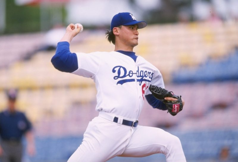 27 Feb 1998: Chan Ho Park #61 of the Los Angeles Dodgers in action during a Spring Training game against the Houston Astros at the Holman Stadium in Vero Beach, Florida. The Astros tied the Dodgers 7-7. Mandatory Credit: Stephen Dunn /Allsport