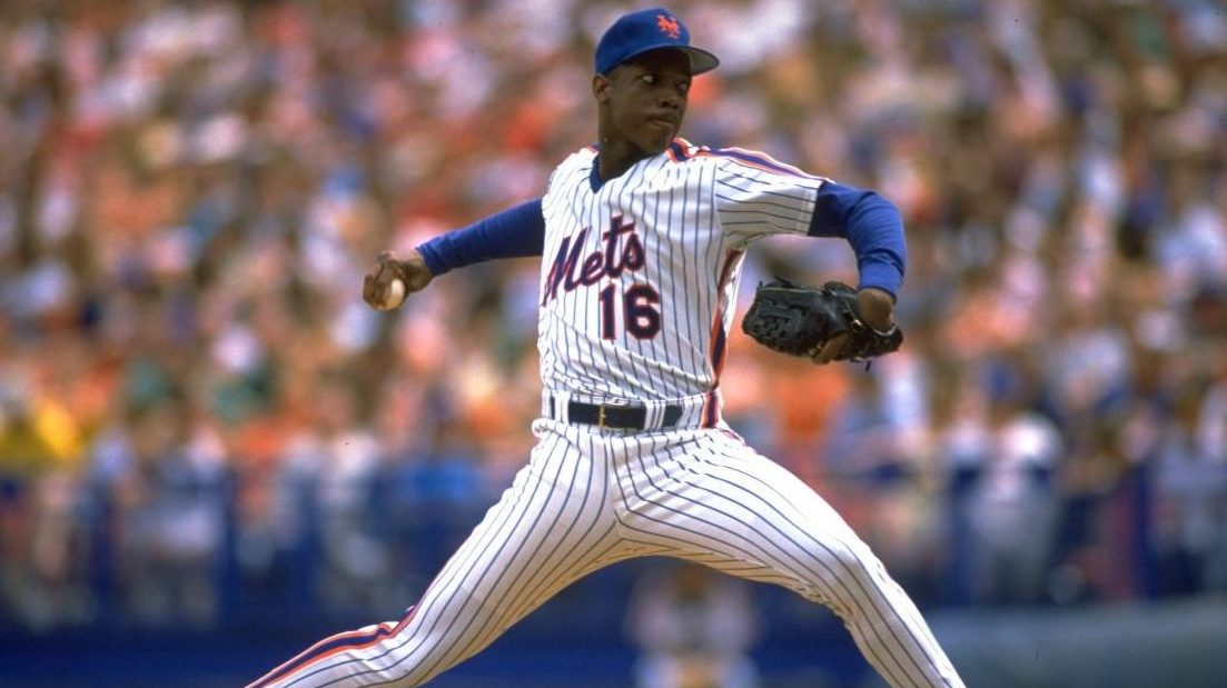 1988:  DWIGHT GOODEN DELIVERS A PITCH FOR THE NEW YORK METS AT SHEA STADIUM IN NEW YORK, NEW YORK DURING THE 1988 SEASON.  MANDATORY CREDIT: MIKE POWELL/ALLSPORT.