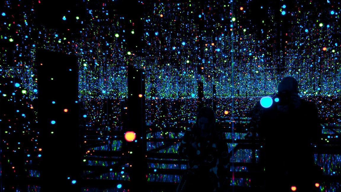 Experience Yayoi Kusama S Immersive Infinity Mirrored Room