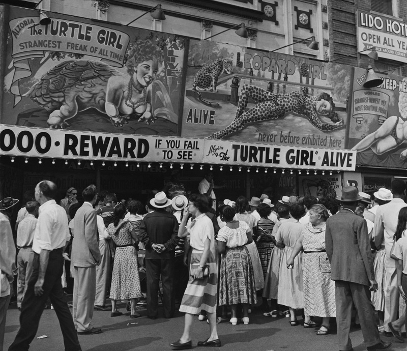 UNITED STATES - JANUARY 01: Coney Island, People Standing In Line To See A Freak Show At New York In Usa (Photo by Keystone-France/Gamma-Keystone via Getty Images)