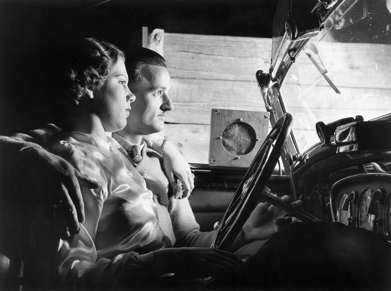 (GERMANY OUT) USA, California young couple , visitors of a drive-in cinema 1938 BIZ 9/1938 (Photo by ullstein bild/ullstein bild via Getty Images)