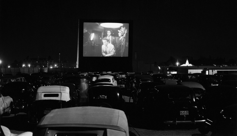 (Original Caption) 6/13/1951-New York: A general view of the Whitestone Bridge Drive-In Movie Theater. The theater, one of two in the Greater New York area, sprawls over 22 acres accomodating up to 1,200 cars. The screen is four times the size of an ordinary screen, and there are two projectors.Drive-in theaters are growing increasingly popular. Today there are 3,000 such theaters in the U.S., 800 more than there were just a year ago.