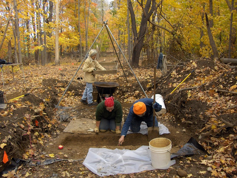 Archaeologists William Sandy and Antonella Inserra dig a grave shaft while Paula Crowley works the tripod sifter. (Friends of the Fishkill Supply Depot)