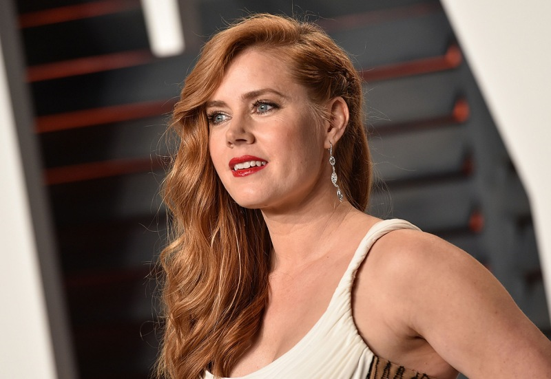 BEVERLY HILLS, CA - FEBRUARY 28: Actress Amy Adams arrives at the 2016 Vanity Fair Oscar Party Hosted By Graydon Carter at Wallis Annenberg Center for the Performing Arts on February 28, 2016 in Beverly Hills, California. (Photo by John Shearer/Getty Images)