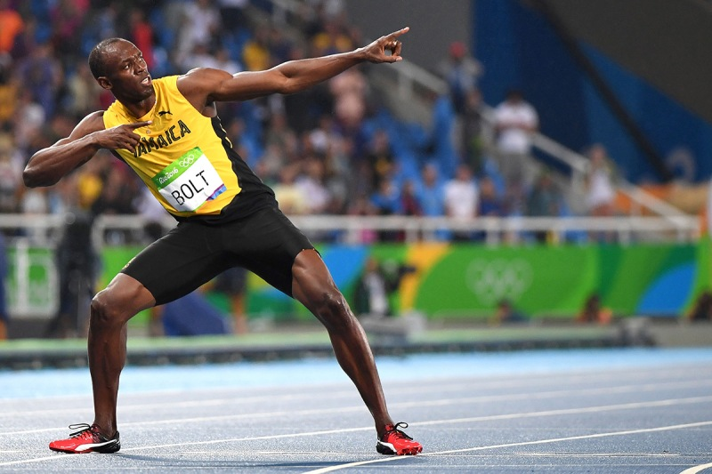 """TOPSHOT - Jamaica's Usain Bolt does his """"Lightening Bolt""""pose after he won the Men's 200m Final during the athletics event at the Rio 2016 Olympic Games at the Olympic Stadium in Rio de Janeiro on August 18, 2016. / AFP / OLIVIER MORIN (Photo credit should read OLIVIER MORIN/AFP/Getty Images)"""