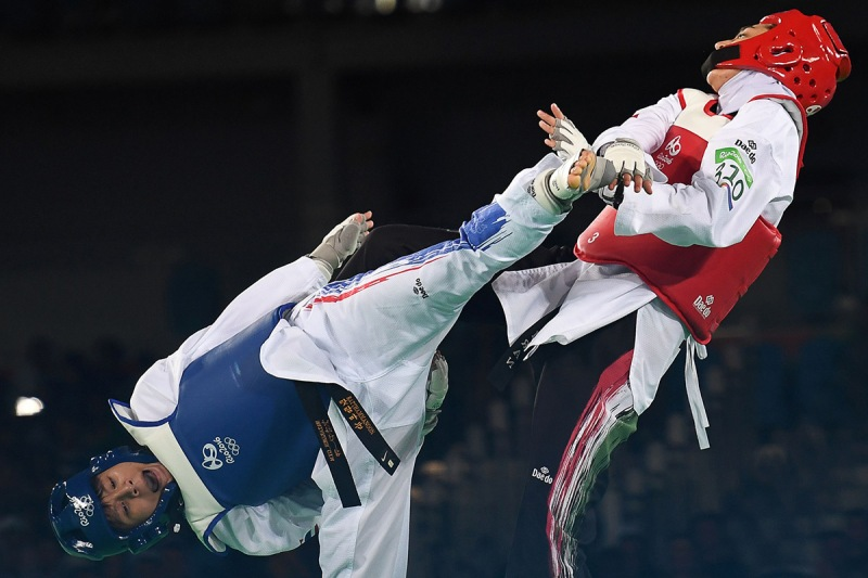 TOPSHOT - Thailand's Phannapa Harnsujin (L) competes against Iran's Kimia Alizadeh Zenoorin during their womens taekwondo repechage bout in the -57kg category as part of the Rio 2016 Olympic Games, on August 18, 2016, at the Carioca Arena 3, in Rio de Janeiro. / AFP / Kirill KUDRYAVTSEV (Photo credit should read KIRILL KUDRYAVTSEV/AFP/Getty Images)