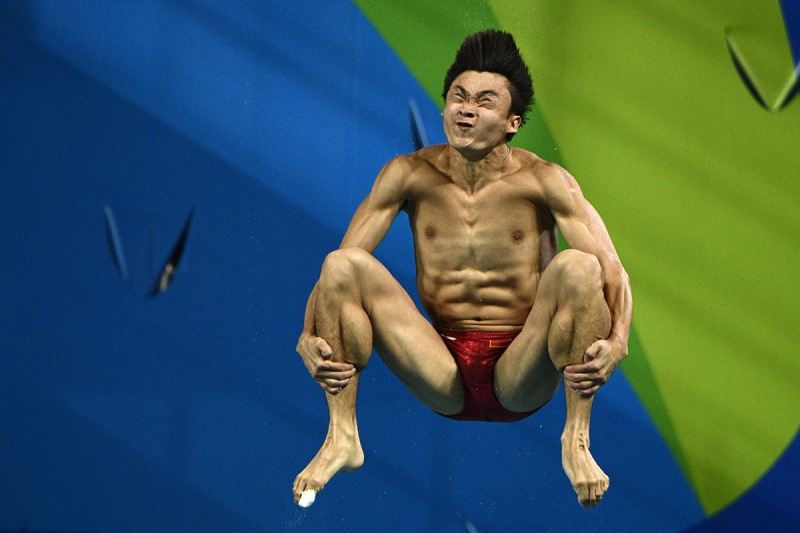 TOPSHOT - China's Cao Yuan competes in the Men's 3m Springboard final during the diving event at the Rio 2016 Olympic Games at the Maria Lenk Aquatics Stadium in Rio de Janeiro on August 15, 2016. / AFP / Martin BUREAU (Photo credit should read MARTIN BUREAU/AFP/Getty Images)