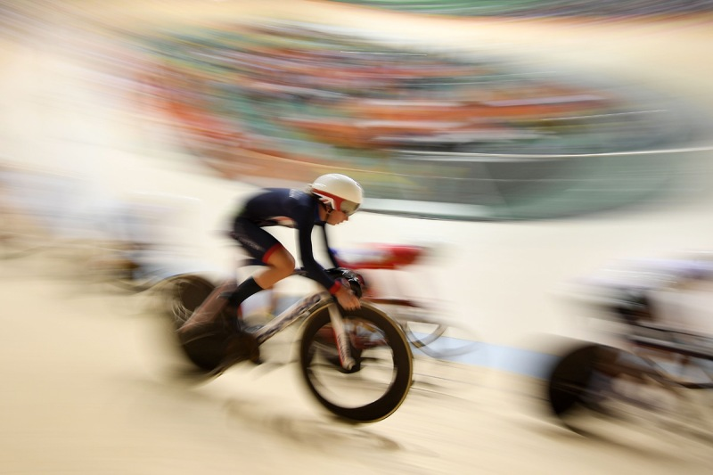 TOPSHOT - Britain's Laura Trott competes in the Women's Omnium Points race track cycling event at the Velodrome during the Rio 2016 Olympic Games in Rio de Janeiro on August 16, 2016. / AFP / Eric FEFERBERG (Photo credit should read ERIC FEFERBERG/AFP/Getty Images)