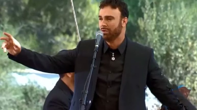 Musician David D'Or Performs 'Avinu Malkeinu' at Shimon Peres Funeral