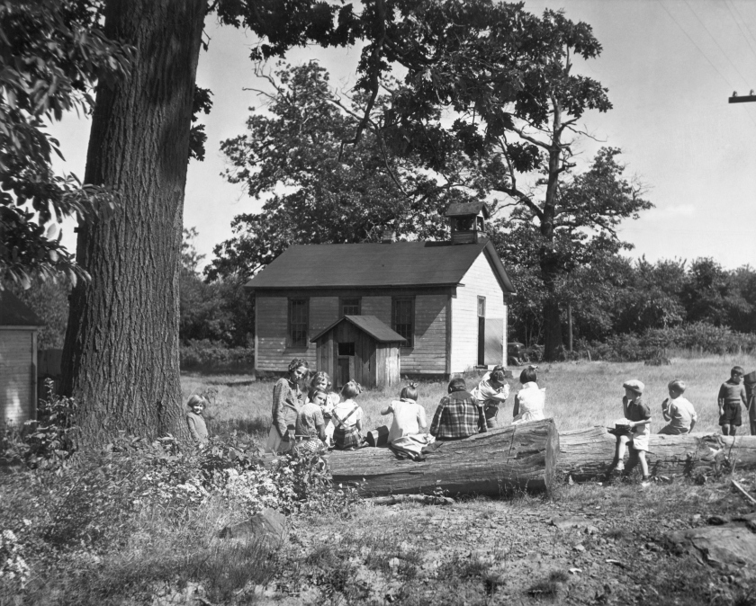 Children eating lunch outdoors at a school in Clyde, Pennsylvania during the 1920's. (Bettmann/Getty Images)