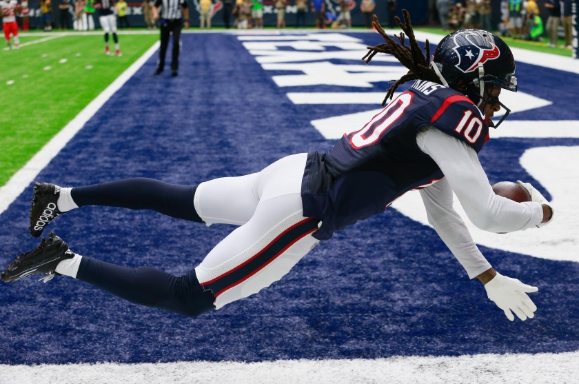 DeAndre Hopkins #10 of the Houston Texans catches a 27 yard pass in the first quarter against the Kansas City Chiefs at NRG Stadium on September 18, 2016 in Houston, Texas. (Bob Levey/Getty Images)