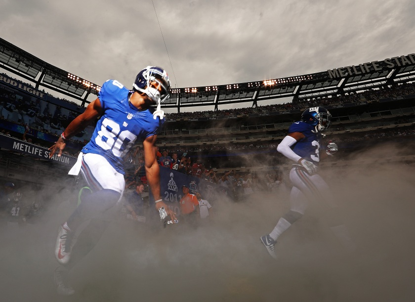 EAST RUTHERFORD, NJ - SEPTEMBER 18: Victor Cruz #80 of the New York Giants enters the field against the New Orleans Saints before their game at MetLife Stadium on September 18, 2016 in East Rutherford, New Jersey. (Photo by Al Bello/Getty Images)