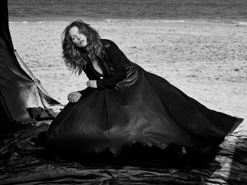 Julianne Moore, Long Island, New York, 2008 Vogue Italia (Courtesy of Peter Lindbergh, Paris / Gagosian Gallery)