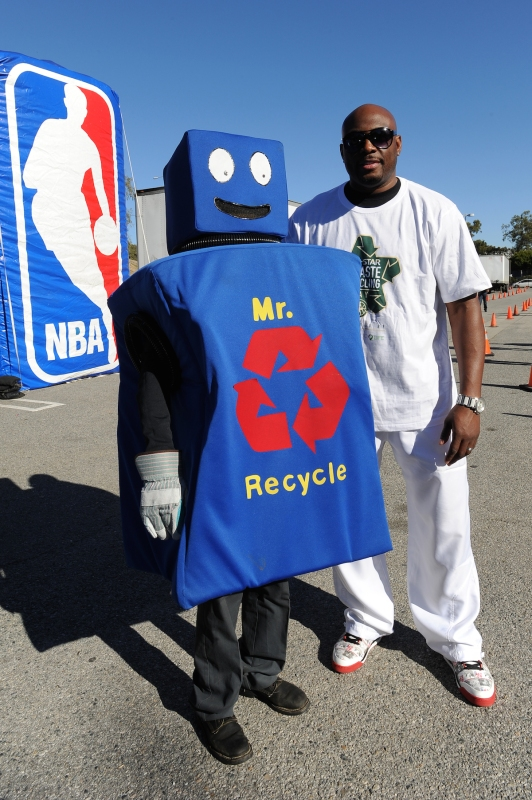 LOS ANGELES, CA - FEBRUARY 12: NBA Legend Mitch Richmond poses for a photo with a Mr. Recycle mascot during the Haier All-Star E-Waste Recycling event on February 12, 2011 at the Convention Center in Los Angeles, California. NOTE TO USER: User expressly acknowledges and agrees that, by downloading and/or using this Photograph, user is consenting to the terms and conditions of the Getty Images License Agreement. Mandatory Copyright Notice: Copyright 2011 NBAE (Photo by Juan Ocampo/NBAE via Getty Images) *** Local Caption *** Mitch Richmond