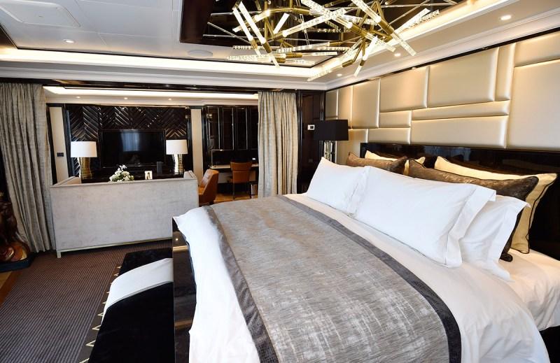 Master bedroom (Norwegian Cruise Line)
