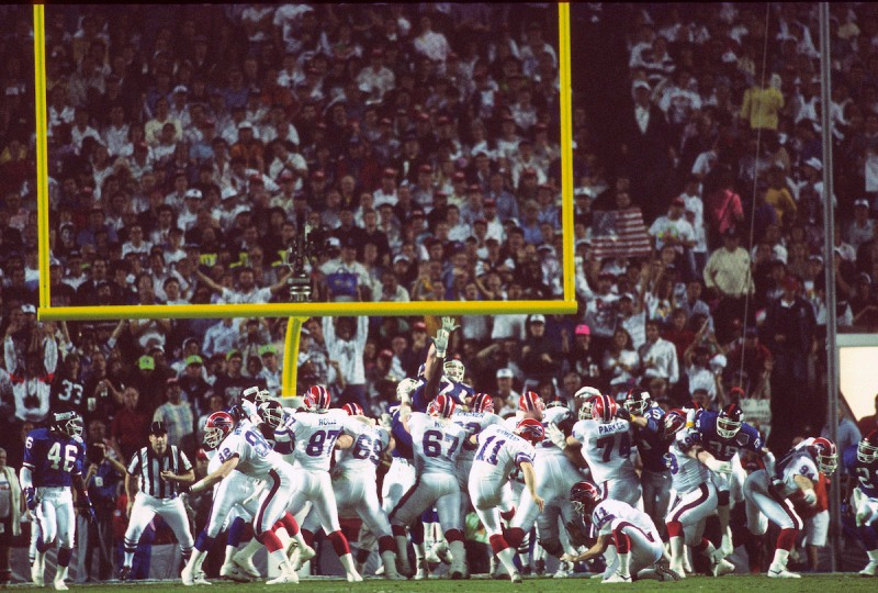 TAMPA, FL - JANUARY 27: Scott Norwood #11 of the Buffalo Bills misses a field goal attempt against the New York Giants during Super Bowl XXV January 27, 1991 at Tampa Stadium in Tampa, Florida. The Giants won the Super Bowl 20-19. (Photo by Focus on Sport/Getty Images)