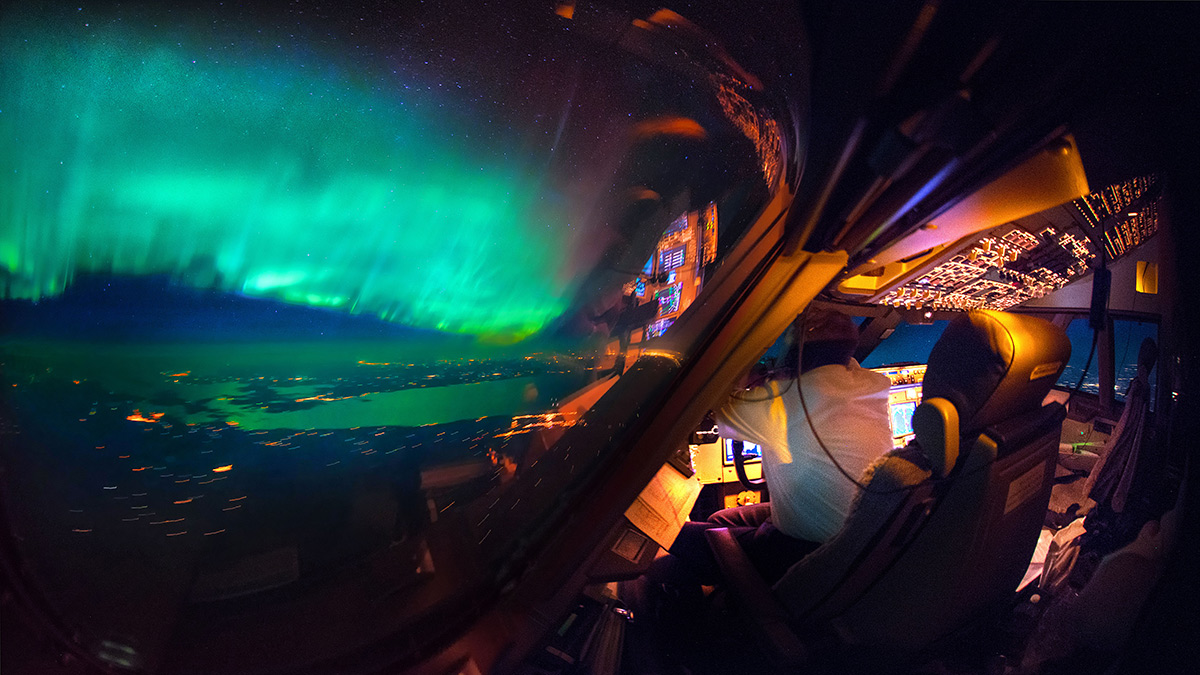 An amazing view of the Northern Lights from the cockpit. (Christiaan van Heijst Daan Krans/Caters News)