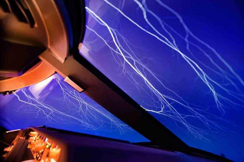 Lightning streaks across the sky like cracks in a windscreen. (Christiaan van Heijst Daan Krans/Caters News)