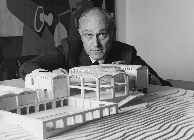 Architect Philip Johnson with a model of the David Lloyd Kreeger house in Washington, D.C. (Photo by Horst P. Horst/Condé Nast via Getty Images)