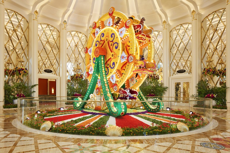 Flower-studded Ferris whee (Wynn Resorts)