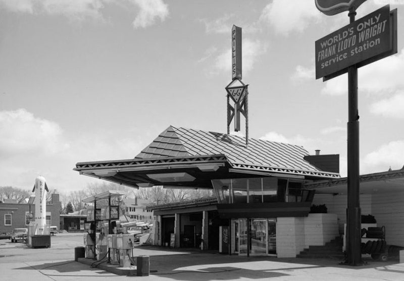 R.W. Lindholm Service Station, photographed in 1958 (American Historic Buildings Survey/Library of Congress)