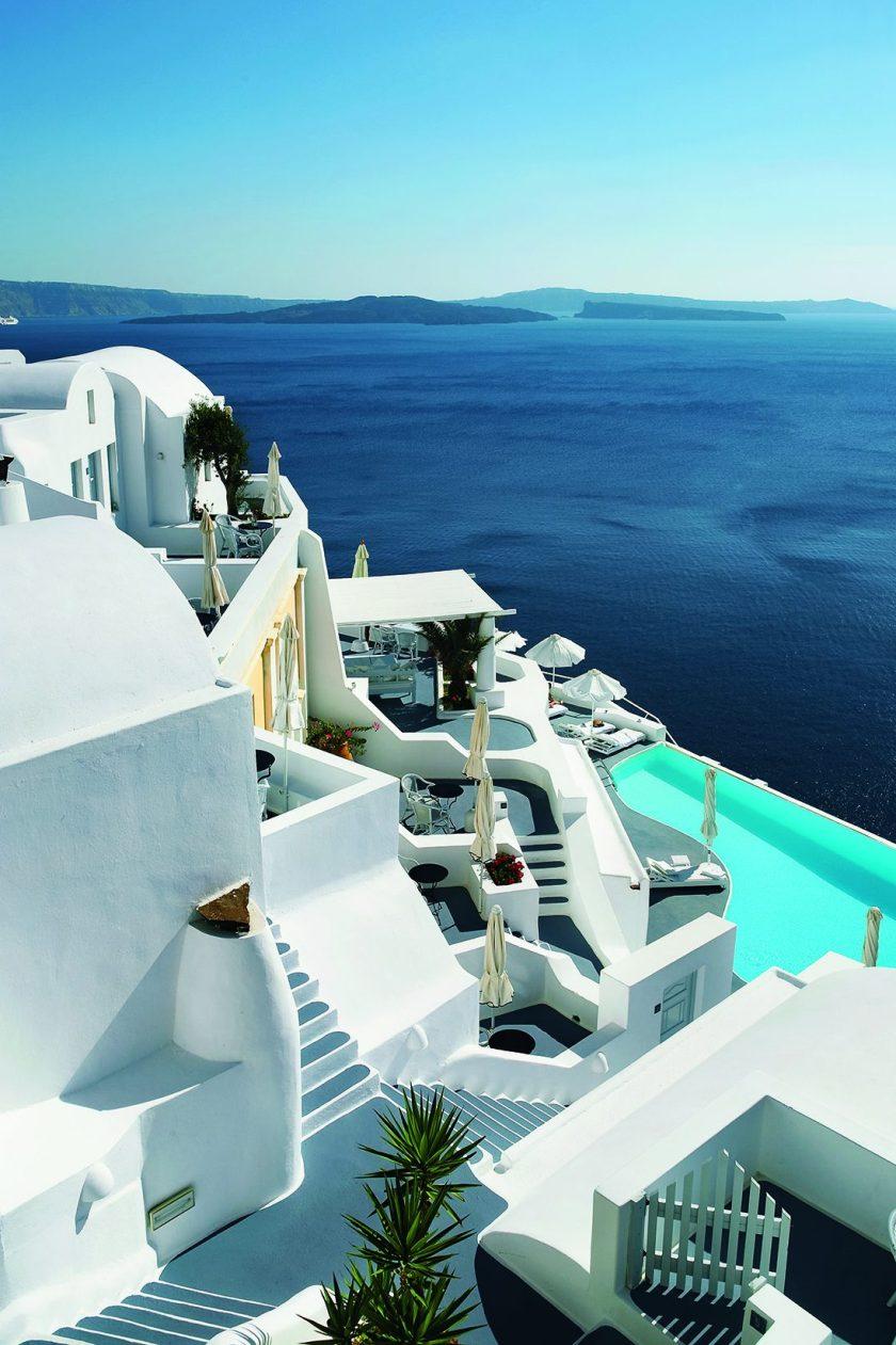 The Katikies Hotel in Santorini, Greece (EightyFourRooms/teNeues)
