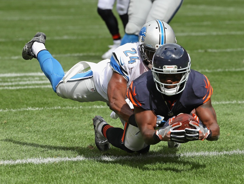 Eddie Royal #19 of the Chicago Bears falls into the end zone to score a touchdwon dragging Nevin Lawson #24 of the Detroit Lions with him at Soldier Field on October 2, 2016 in Chicago, Illinois. (Photo by Jonathan Daniel/Getty Images)