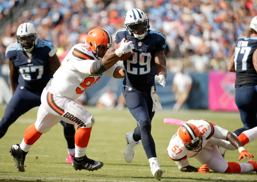DeMarco Murray #29 of the Tennessee Titans runs with the ball during the game against the Cleveland Browns of the game at Nissan Stadium on October 16, 2016 in Nashville, Tennessee. (Andy Lyons/Getty Images)