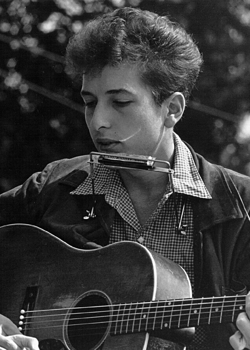 Folk singers Joan Baez and Bob Dylan perform during a civil rights rally on August 28, 1963 in Washington D.C. (Rowland Scherman/National Archive/Newsmakers)