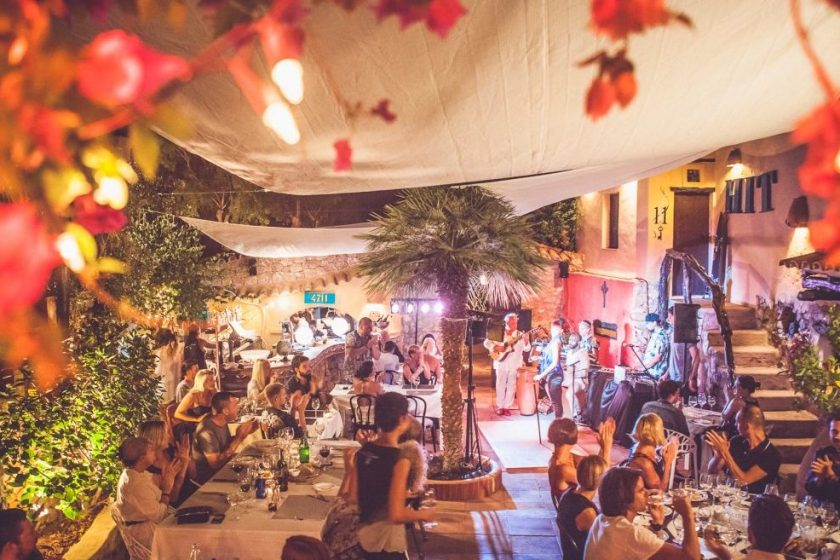 Live music provides a laidback ambience (Luke Dyson for Ibiza Rocks Group)