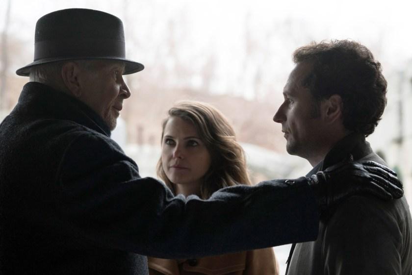 """Frank Langella as Gabriel, Keri Russell as Elizabeth Jennings, Matthew Rhys as Philip Jennings in """"The Americans"""" (Ali Goldstein/FX)"""