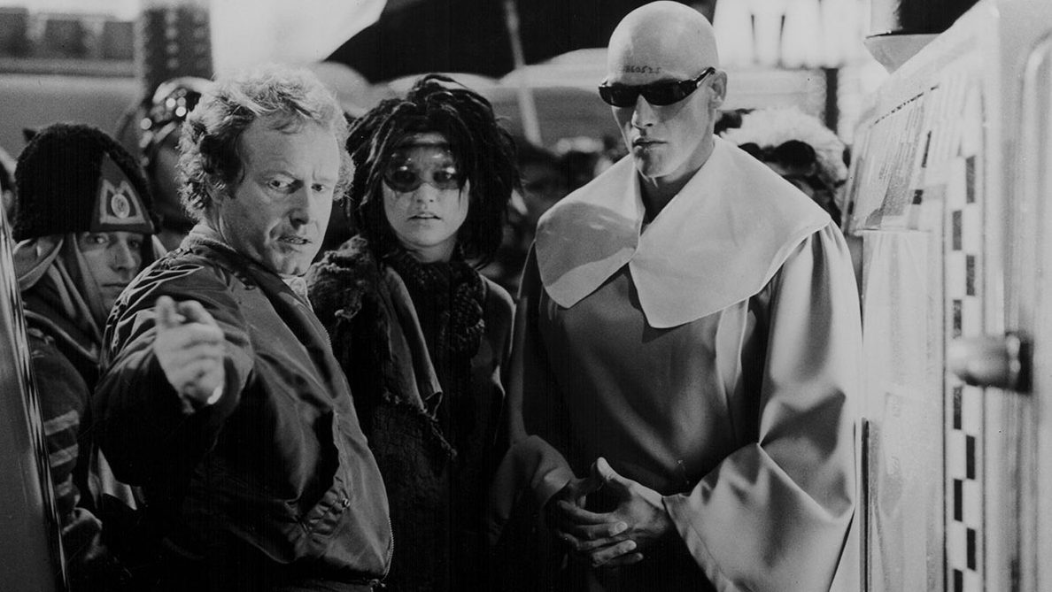 Director Ridley Scott, with supporting actors in costume, on the set of movie 'Blade Runner', 1982. (Stanley Bielecki Movie Collection/Getty Images)