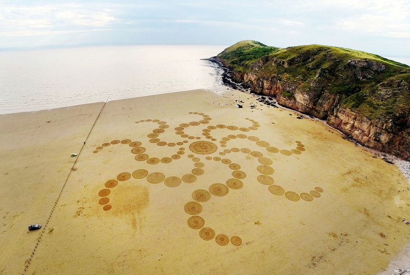 A aerial view of amazing sand art created by talented artist, Julian Richardson at Brean Down in Somerset. (Caters News)