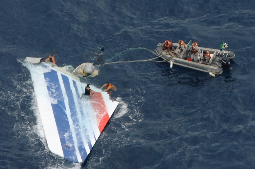 Handout image released on June 8, 2009 by the Brazilian Air Force (FAB) shows crew members preparing to tow a part of the wreckage of a Air Bus A330-200 jetliner which crashed in the Atlantic Ocean with 228 people on board in a flight from Rio de Janeiro to Paris. (Forca Aerea Brasileira via LatinContent/Getty Images)