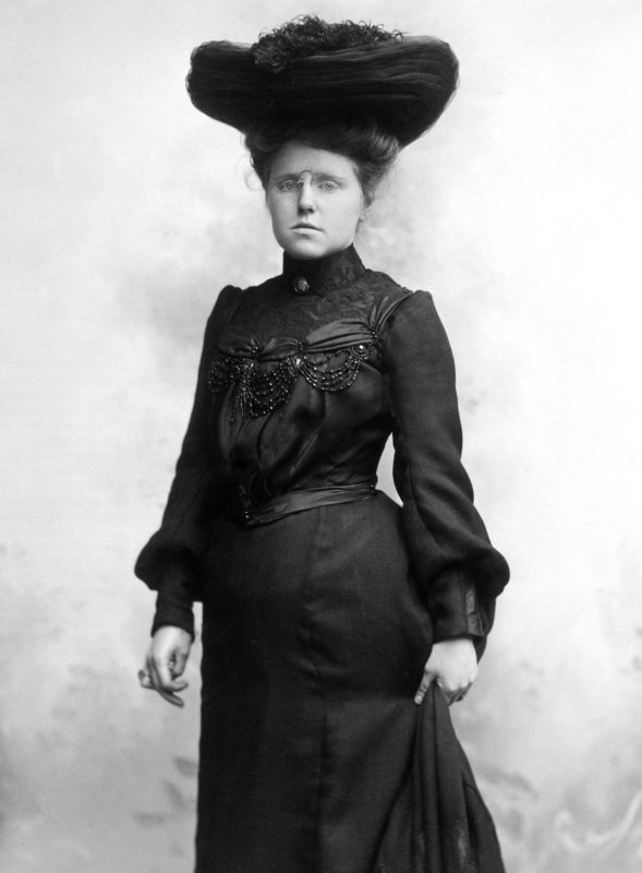 1890s 1900s SEPIA PORTRAIT OF WOMAN SERIOUS FACIAL EXPRESSION BLACK DRESS AND HAT (Photo by H. Armstrong Roberts/ClassicStock/Getty Images)