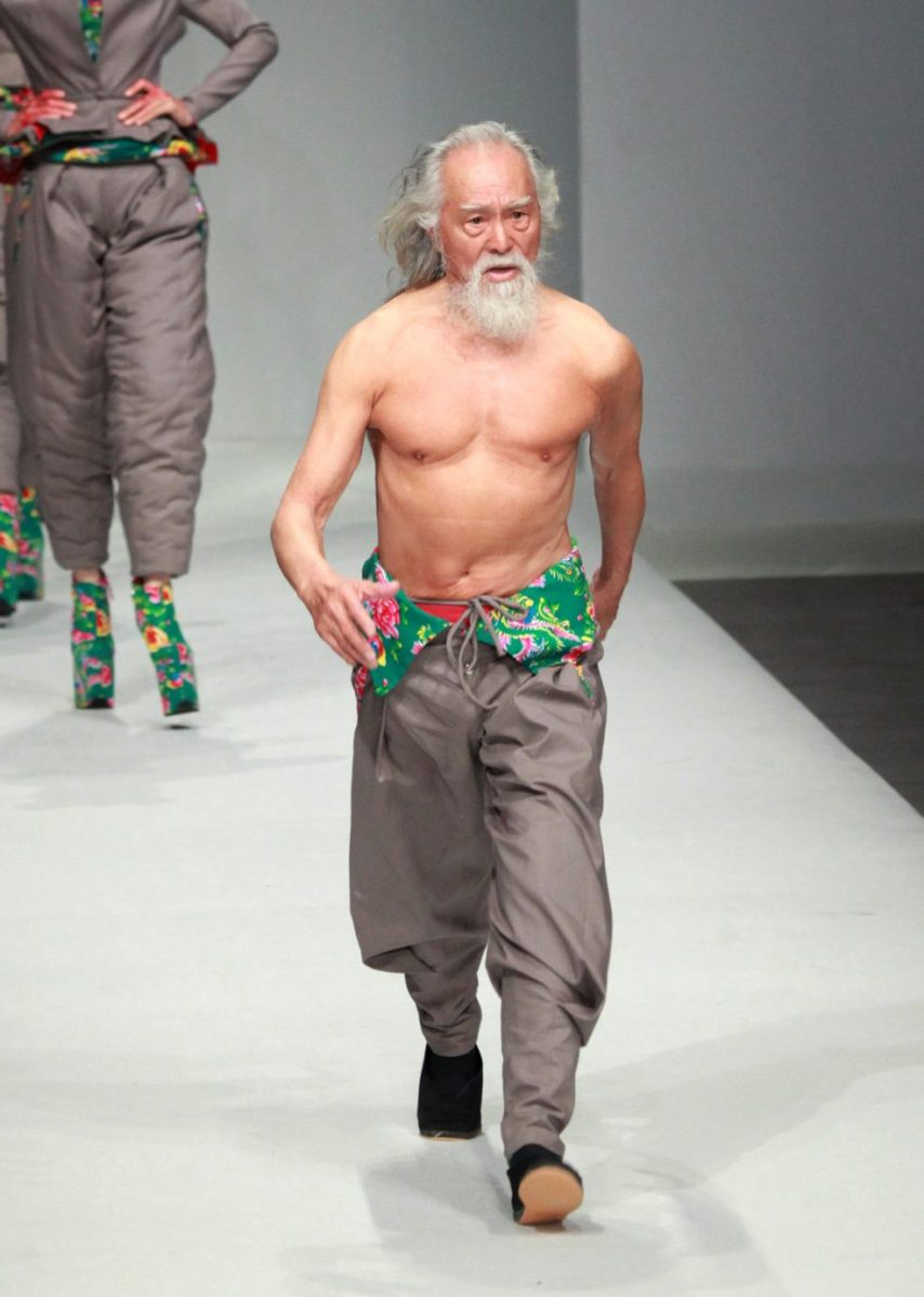 Wand Deshun making his runway debut during the Sheguang Hu Collection at China Fashion Week in Beijing on March 25, 2015 (STR/AFP/Getty Images)