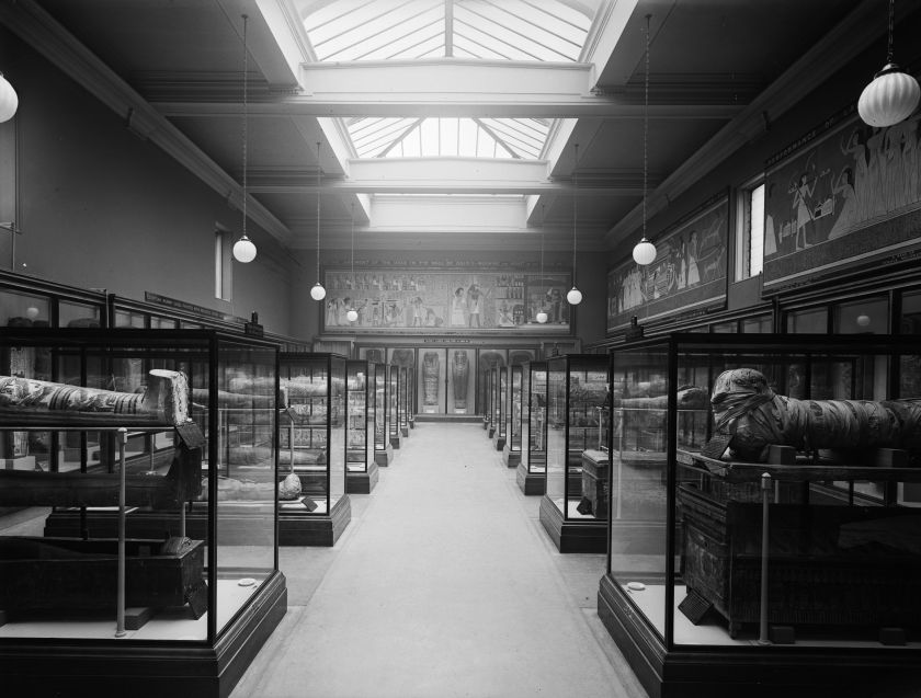 The mummy room at the British Museum, pictured in 1937. (Fox Photos/Getty Images)