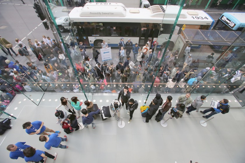 Crowds wait in anticipation for the release of the iPhone 6 at Apple Store on September 19, 2014 in Sydney, Australia. (Cole Bennetts/Getty Images)