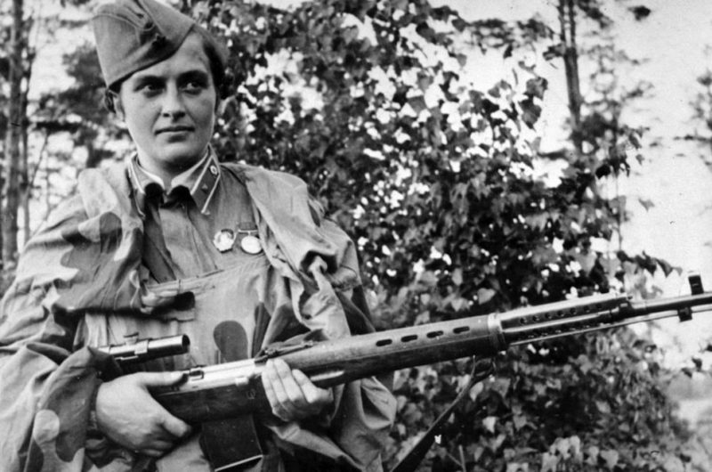 Lyudmila pavlichenko, famous 26 year old russian guerrilla sniper who has killed 309 germans, for which she was made a senior lieutenant and given the order of lenin, a former historian, she participated in the defense of odessa and of sevastopol where she remained until the last, she has been wounded four times. (Photo by: Sovfoto/UIG via Getty Images)