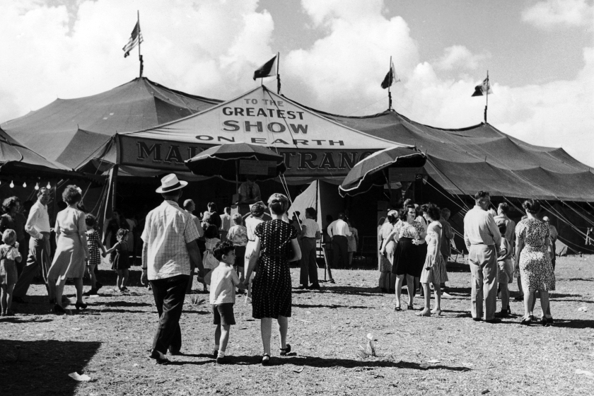 Visitors heading to the big top to see 'The Greatest Show On Earth' performance from the Ringling Bros, Barnum & Bailey circus in1950. (Keystone/FPG/Hulton Archive/Getty Images)