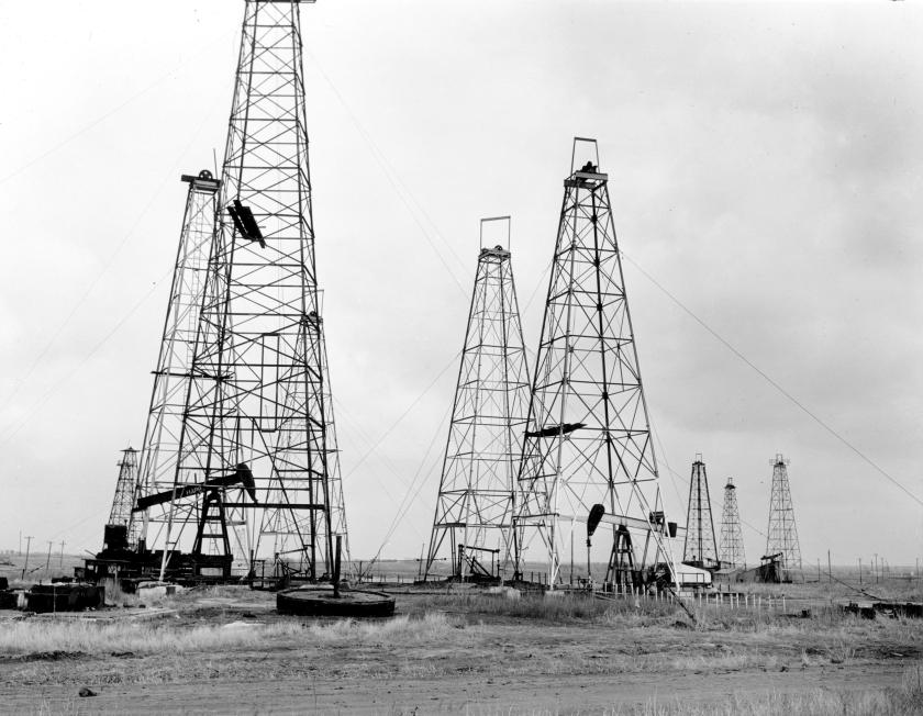 Standard Oil Co. wells, near Pawee, Oklahoma (Wikimedia Commons/U.S. Energy Dept.)